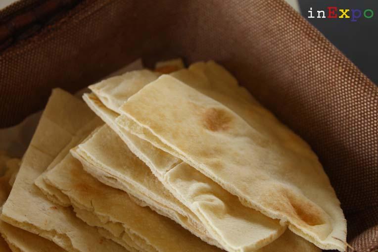 cestino con naan al ristorante iraniano in Expo