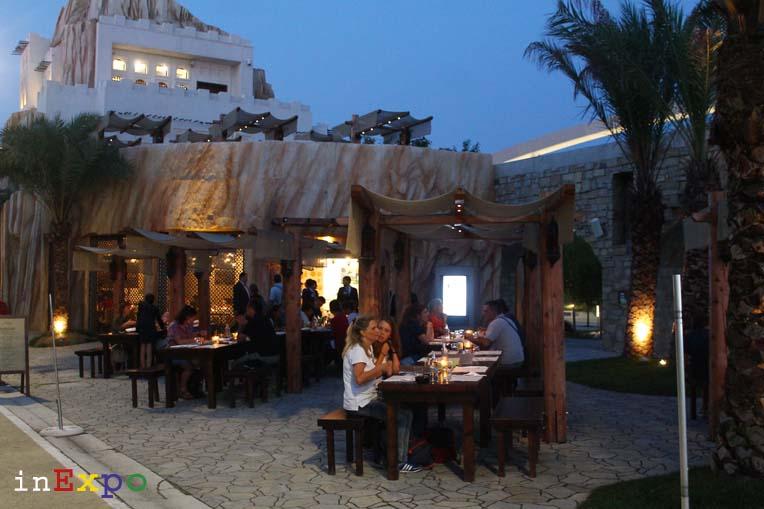 giardino esterno ristorante omanita in Expo