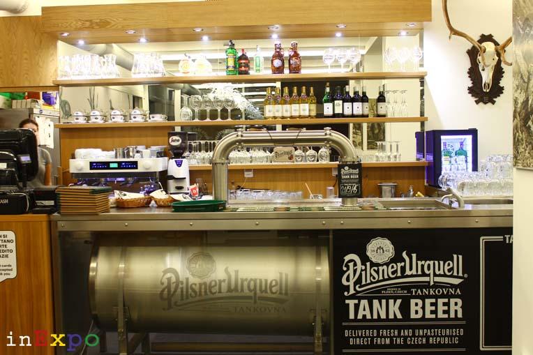 Birra Pilsner Urquell ristorante della Repubblica Ceca in Expo