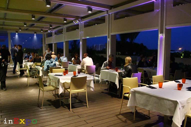 tavoli ristorante angolano in Expo