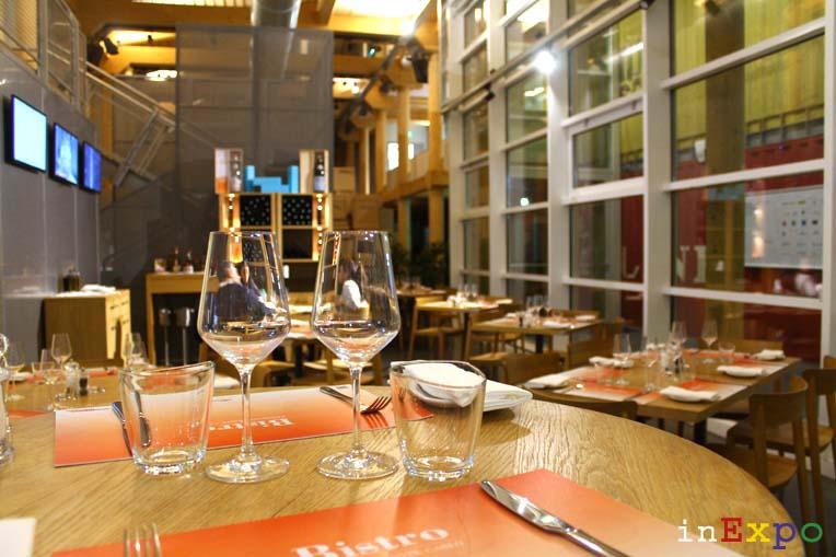 Tavoli e mise en place Café Fairmont ristorante del Padiglione Monaco in Expo
