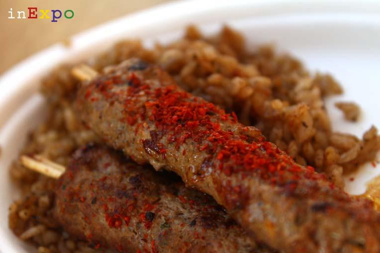 spiedini di carne e riso ottomano ristorante della Turchia in Expo