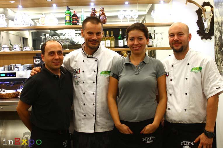 Staff del ristorante della Repubblica Ceca in Expo