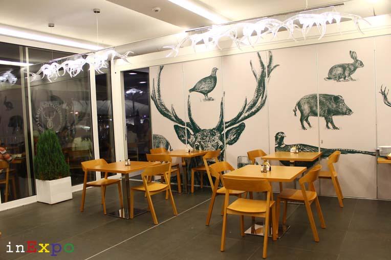 Tavoli La Baita del Cacciatore ristorante della Repubblica Ceca in Expo