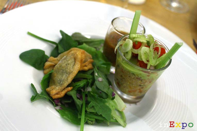 Trilogie de Quinoa et tartare de légumes, Gaspacho de Légumes du soleil, Barbajuans sur lit de Mesclun Café Fairmont ristorante Monaco Pavilion in