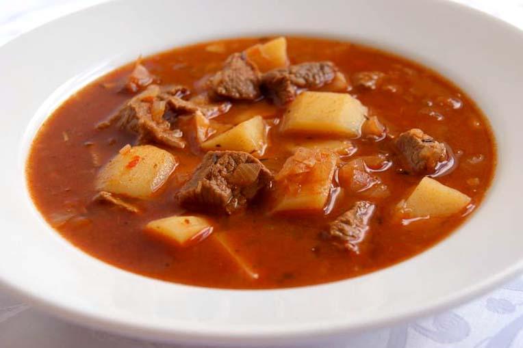 ricetta zuppa di gulash ungherese