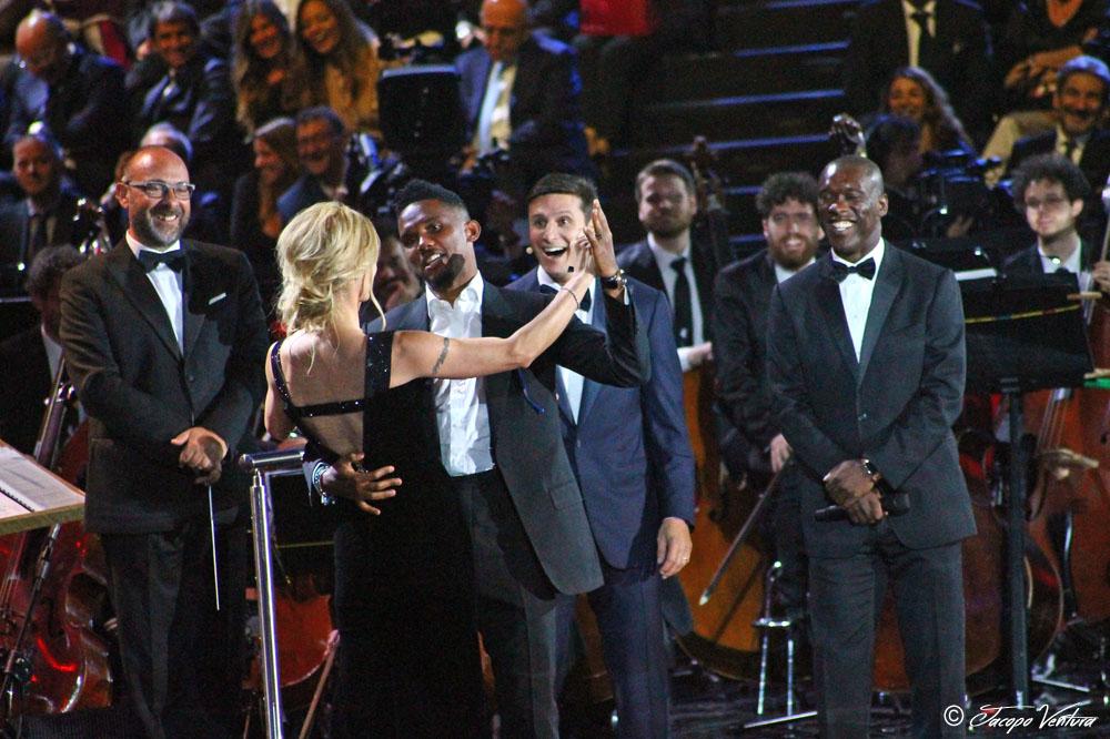 Bocelli and Zanetti night - Michelle Hunziker balla la rumba africana con Samuel Eto'o